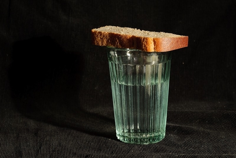 порча на хлеб покойника