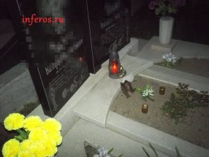 Кукол закапывают в могилу