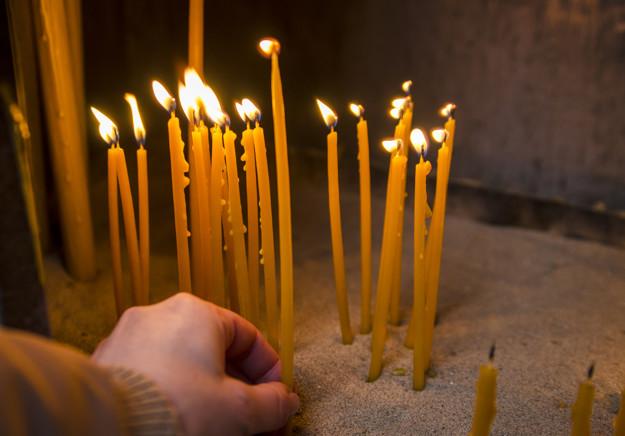 порча церковная на свечу перевернутую